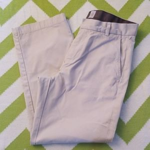 GAP Relaxed Fit Khaki Pants - 33x30 - Never Worn